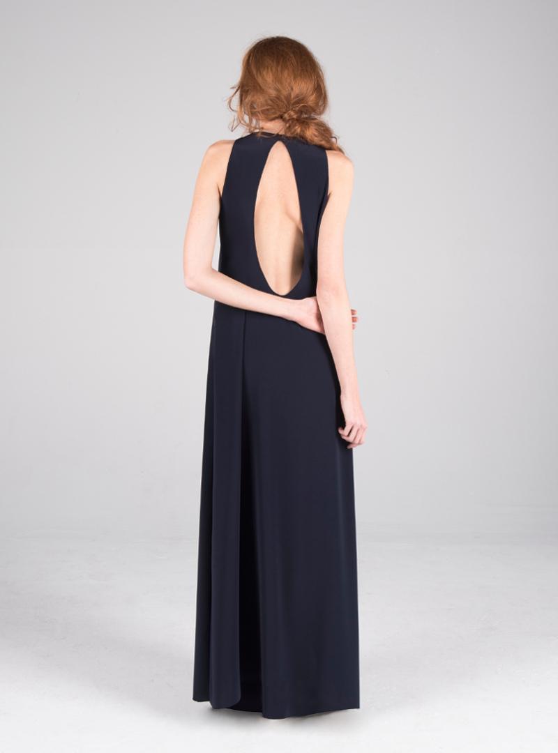 Original vestido para fiesta de CRISTINA SAURA con sujerente escote lágrima en la espalda.