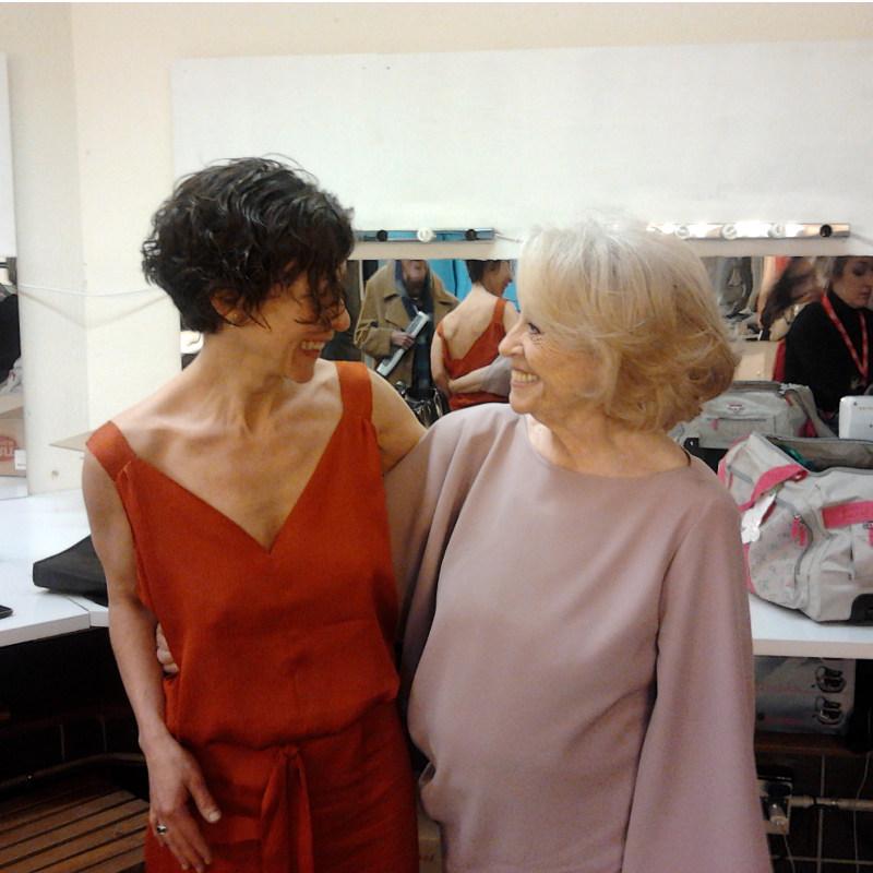 La actriz Montserrat Carulla espectacular con Vestido de fiesta Alta Costura CRISTINA SAURA, con la diseñadora Cristina Saura en la celebración de los Premios Gaudí de Cine.