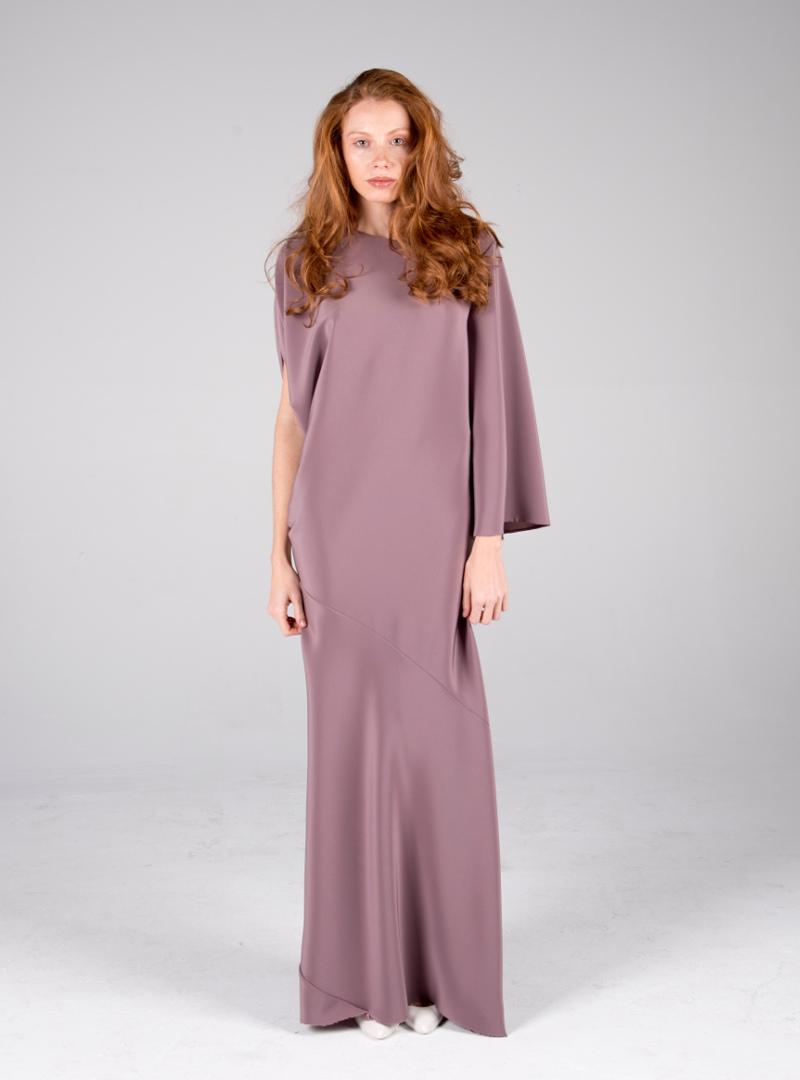 Exquisito diseño de la colección de vestidos de fiesta de CRISTINA SAURA pensada para la madrina o madre del novio de la boda.