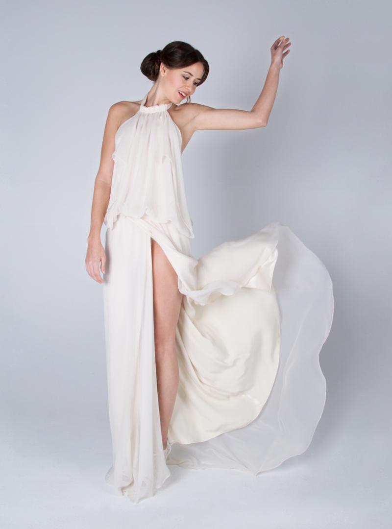 Original design with halter neckline of CRISTINA SAURA elaborated in silk chiffon.