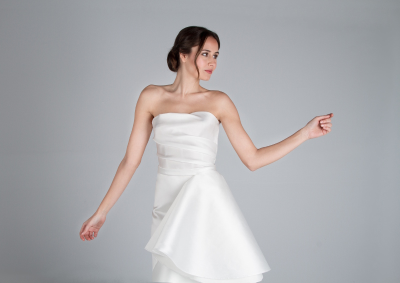 A la colección de trajes de novia de diseñador pertenece este diseño llamado Leonor. CRISTINA SAURA Alta Costura.