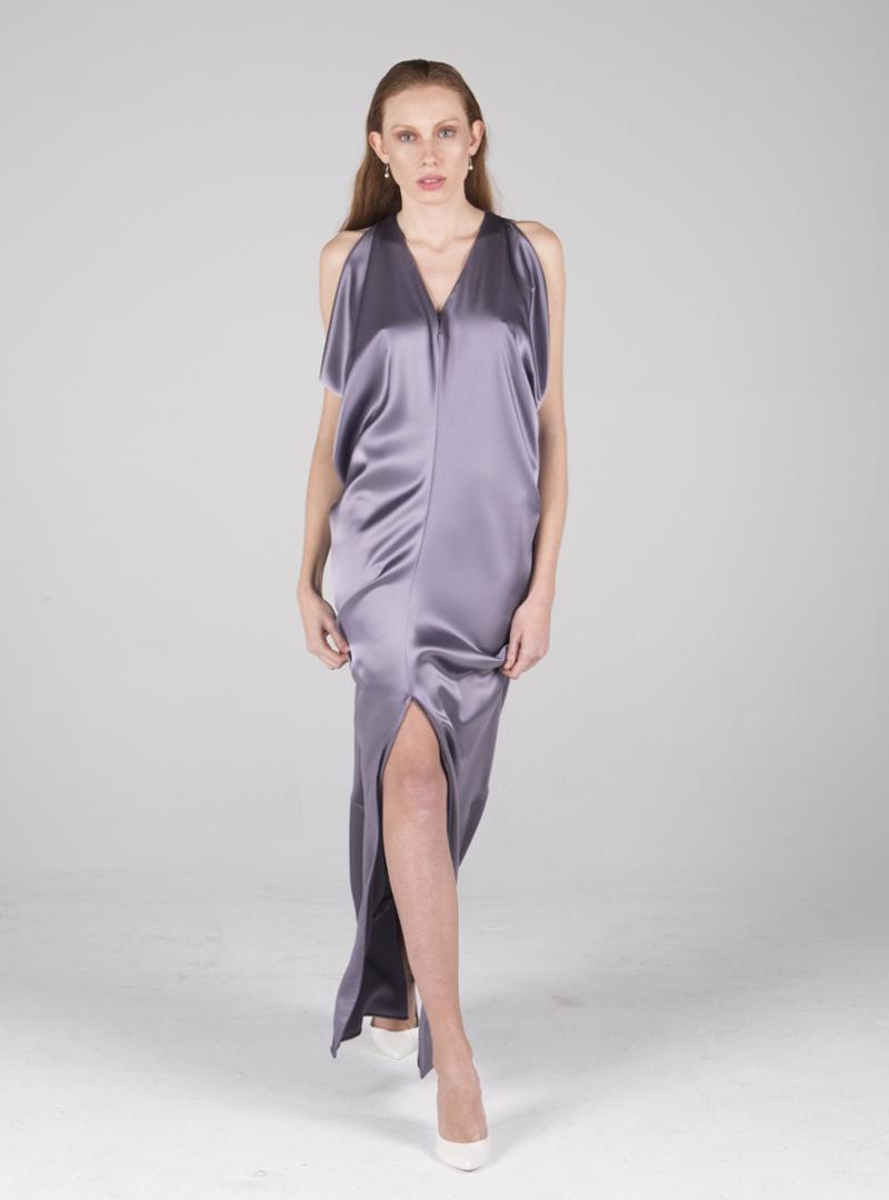 Los diseños de los vestidos de fiesta CRISTINA SAURA están pensados para las diferentes complexiones y circunstancias vitales de la mujer, poniendo en valor las herramientas del diseño.