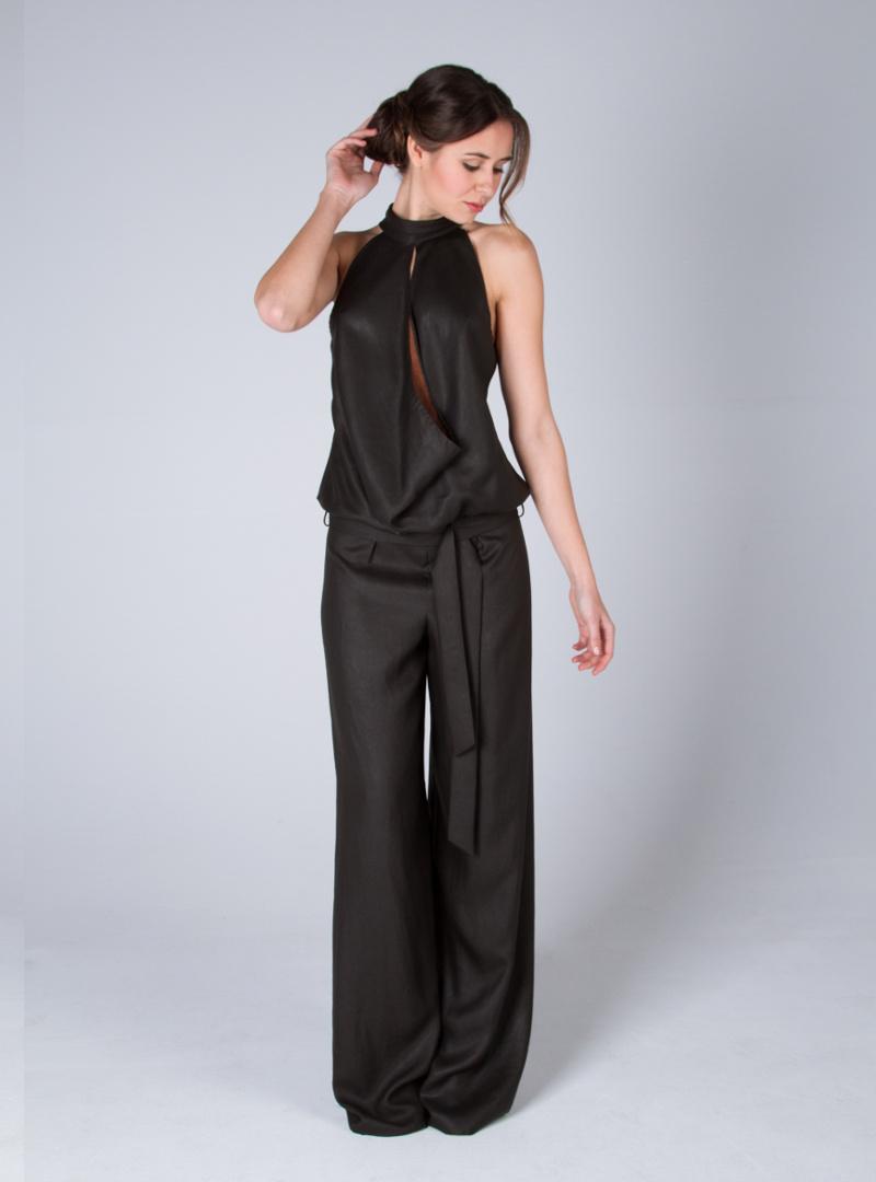 Sofiticado disseny per vestit de festa de CRISTINA SAURA d'escot halter drapejat.