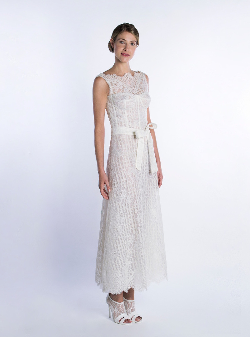 Short wedding dress for civil wedding. Haute Couture Design by CRISTINA SAURA. Precise corsetry, defines the body, and is built with geometric-flower lace theme.