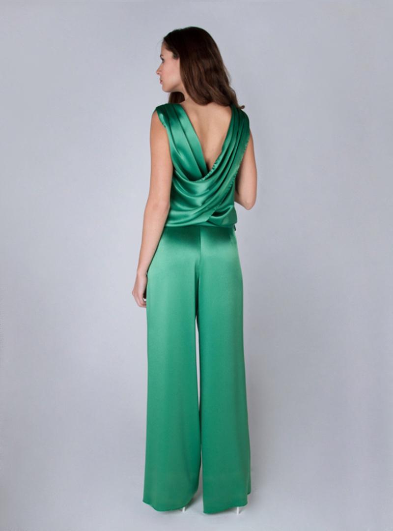 Tesa es un diseño de la colección de vestidos de fiesta de Alta Costura de CRISTINA SAURA en el que destaca un original drapeado en la espalda formando V.