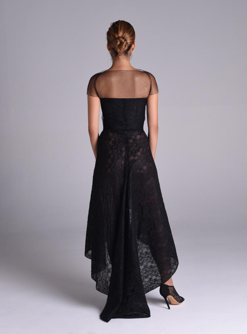 Detalle de espalda: vestido de fiesta corset con moderada  cola. Firma CRISITNA SAURA.